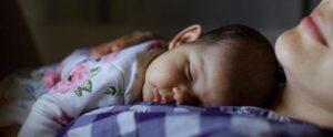 003 1 300x124 - دلایل گریه کردن نوزاد